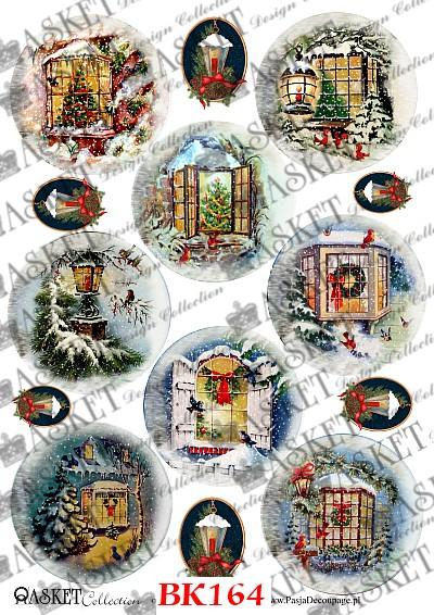 bajkowe okiennice z elementami dekoracji świątecznych