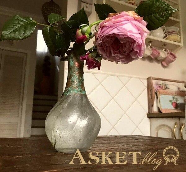 english roses w wazonie
