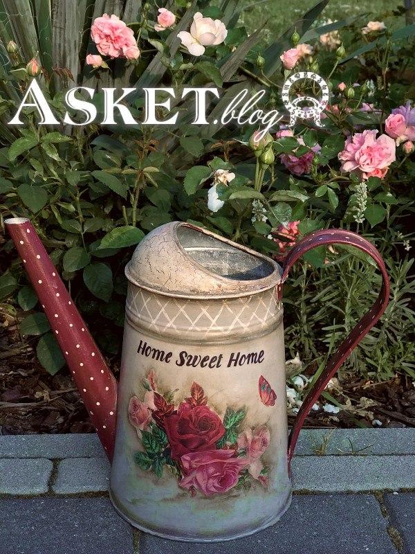 dekupaż na konewce róże